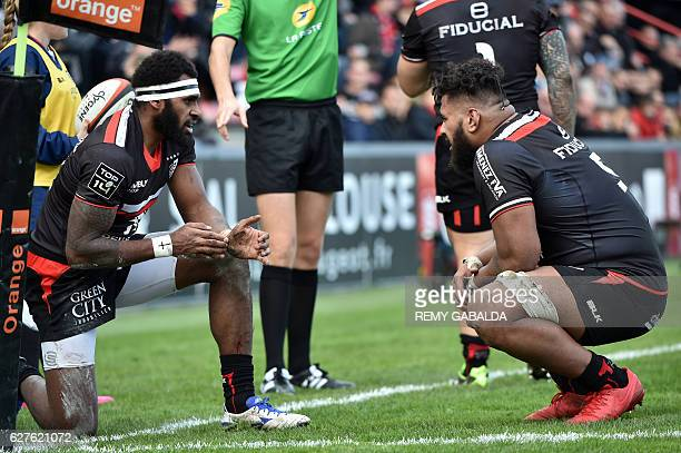 Toulouse's Fidji winger Semi Kunatani speaks with teammates NewZealand lock Edwin Maka during the French Top 14 rugby match between Stade Toulousain...