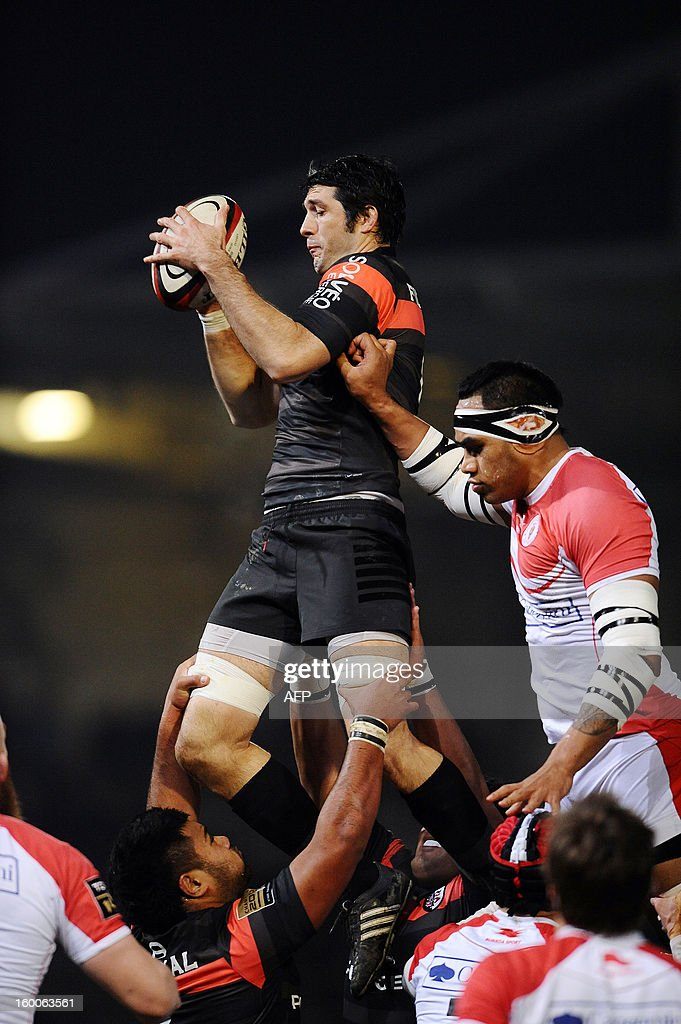 Toulouse's flanker Jean Bouilhou (C) grabs the ball in a line out next to Biarritz's lock Pelu Taele (R) during the French Top 14 rugby union match Stade Toulousain vs Biarritz at the Ernest Wallon Stadium, on January 25, 2013, in Toulouse, southwestern France. AFP PHOTO REMY GABALDA