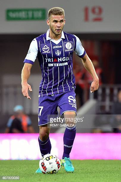 Toulouse's forwards Alexis Blin runs with the ball during the French L1 football match Toulouse against Guingamp on September 17 2016 at the...