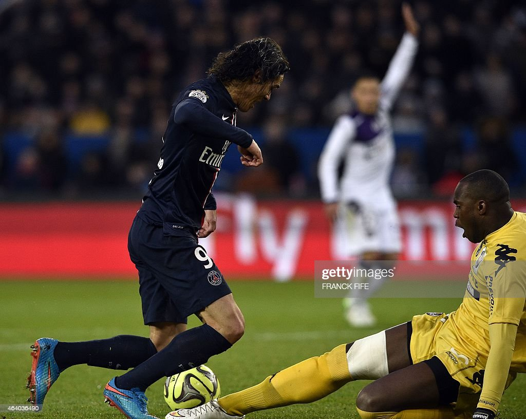 Toulouse's French Comorian goalkeeper <a gi-track='captionPersonalityLinkClicked' href=/galleries/search?phrase=Ali+Ahamada&family=editorial&specificpeople=7552244 ng-click='$event.stopPropagation()'>Ali Ahamada</a> (R) vies for the ball with Paris Saint-Germain's Uruguayan forward <a gi-track='captionPersonalityLinkClicked' href=/galleries/search?phrase=Edinson+Cavani&family=editorial&specificpeople=4104253 ng-click='$event.stopPropagation()'>Edinson Cavani</a> during the French L1 football match between Paris Saint-Germain (PSG) and Toulouse (TFC) on February 21, 2015 at the Parc des Princes stadium in Paris. AFP PHOTO / FRANCK FIFE