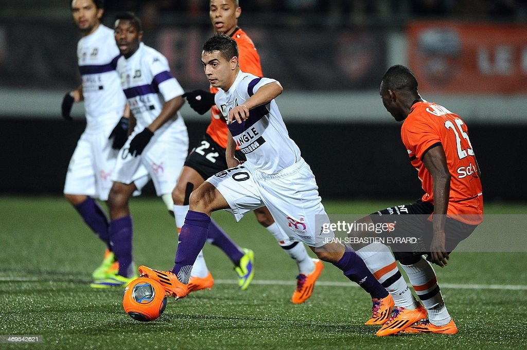 Toulouse's French forward Wissam Ben Yedder (L) vies with Lorient's Senegalese defender Lamine Gassama during the French L1 football match between Lorient and Toulouse on February 15, 2014 at the Moustoir stadium in Lorient, western France.
