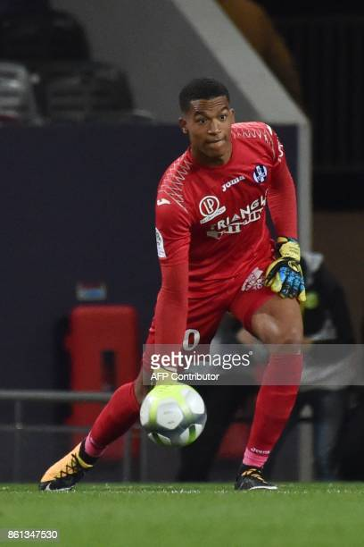 Toulouse's French goalkeeper Alban Lafont controls the ball during the French L1 football match Toulouse against Amiens October 14 2017 at the...