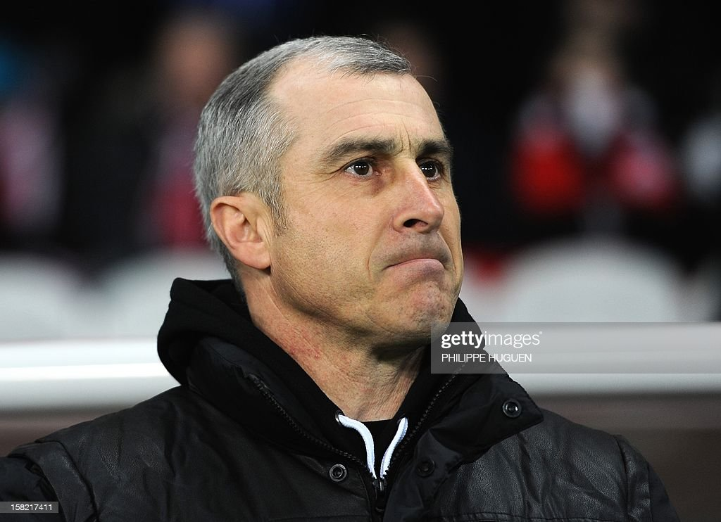 Toulouse's French head coach Alain Casanova looks his players during the French L1 football match Lille vs Toulouse on December 11, 2012 at the Grand Stade Stadium in Villeneuve d'Ascq.