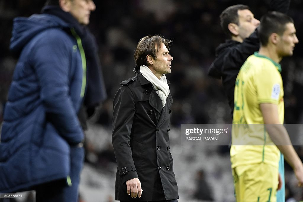 Toulouse's French head coach Dominique Arribage looks on during the French L1 football match Toulouse against Nantes on February 6, 2016 at the Municipal Stadium in Toulouse. AFP PHOTO / PASCAL PAVANI / AFP / PASCAL PAVANI