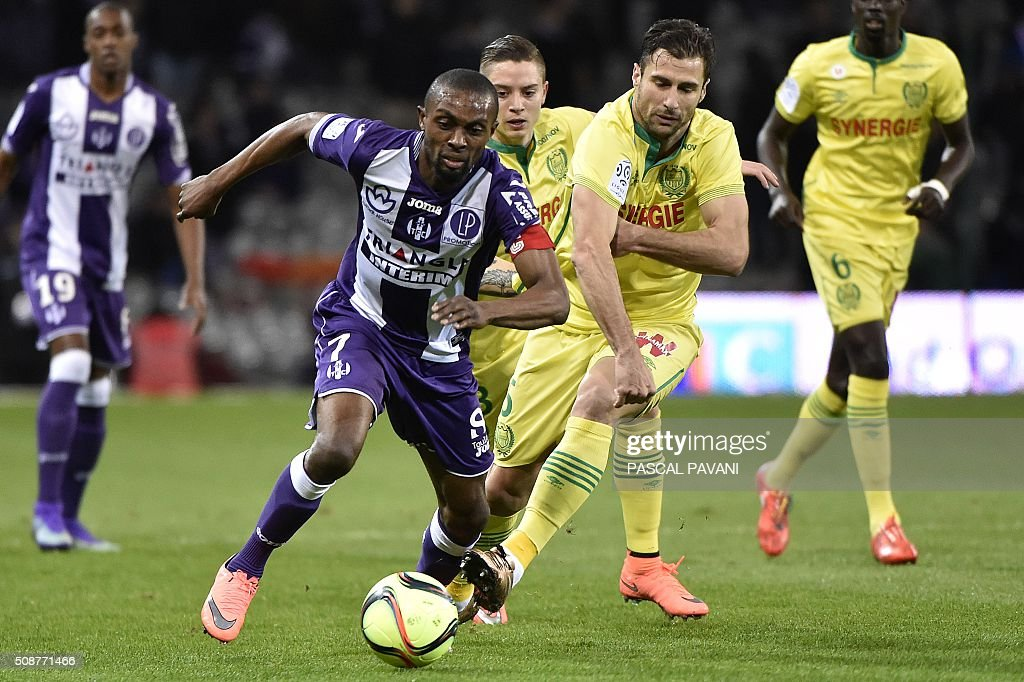 Toulouse's French Ivorian defender Jean Akpa-Akpro (L) vies with Nantes' French defender Lorik Cana (C-R) during the French L1 football match between Toulouse and Nantes at the Municipal Stadium in Toulouse on February 6, 2016. AFP PHOTO / PASCAL PAVANI / AFP / PASCAL PAVANI