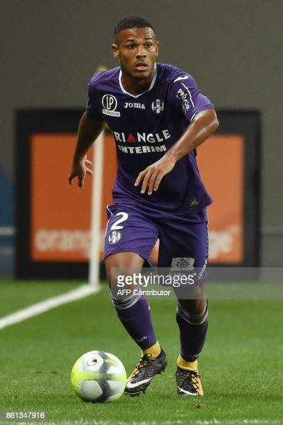 Toulouse's French midfielder Gilbert Imbula controls the ball during the French L1 football match Toulouse against Amiens October 14 2017 at the...