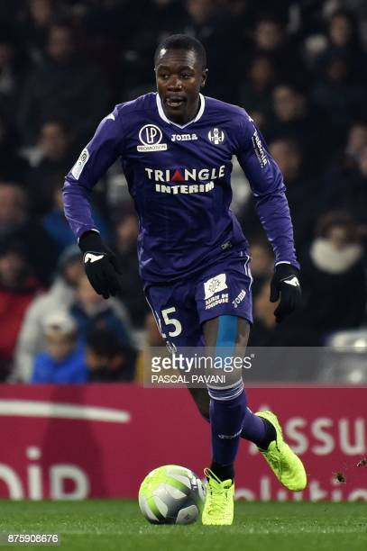 Toulouse's French midfielder Gilbert Imbula runs with the ball during the French L1 football match between Toulouse and Metz on November 18 2017 at...