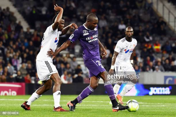 Toulouse's French midfielder Gilbert Imbula vies with Amiens' Cameroonian midfielder Guy Ngosso during the French L1 football match Toulouse against...