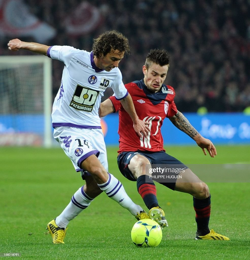 Toulouse's French midfielder Pantxi Sireix (L) vies with Lille's French midfielder Mathieu Debuchy during the French L1 football match LOSC Lille vs Toulouse FC, on December 11, 2012 at the Lille Grand Stade stadium in Villeneuve d'Ascq. AFP PHOTO PHILIPPE HUGUEN
