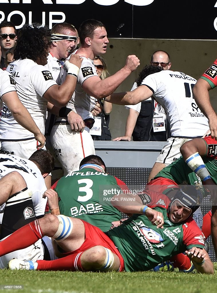 Toulouse's French number eight Louis Picamoles celebrates with teammates after scoring during the French Top 14 rugby union match Toulouse against...