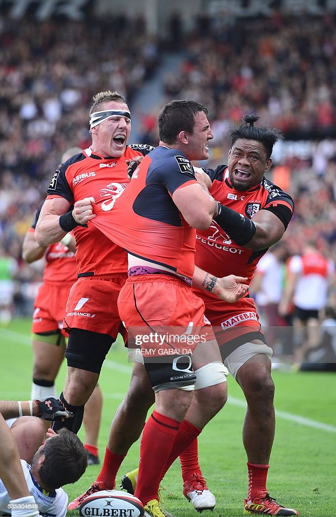 Toulouse's French number eight Louis Picamoles (C) celebrates with Toulouse's French prop Imanol Harinordoquy (L) and Toulouse's Samoan lock Isofe Tekori (R) after scoring during the French Top 14 rugby union match Stade Toulousain versus ASM Clermont Auvergne on May 29, 2016 at the Ernest Wallon stadium in Toulouse, southern France.