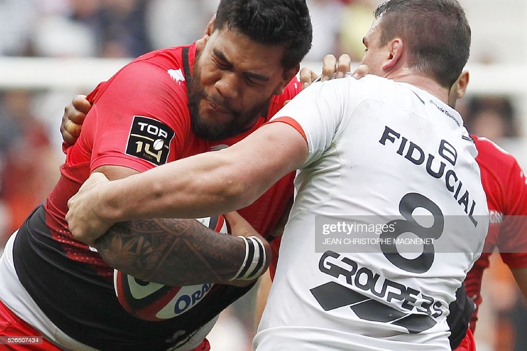 Toulouse's French number eight Louis Picamoles (R) vies with RC Toulon's French lock Romain Taofifenua (L) during the French Top 14 rugby union match Toulon vs Toulouse on April 30, 2016 at the 'Allianz Riviera' stadium in Nice, southeastern France.