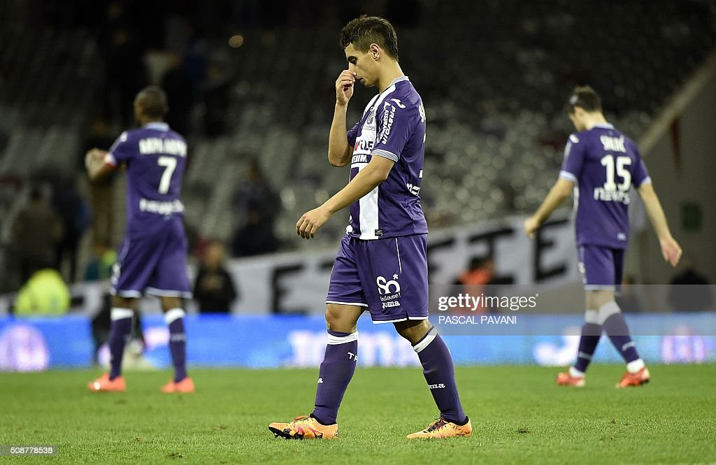 Toulouse's French Tunisian forward Wissam Ben Yedder and teammates react after losing during the French L1 football match Toulouse against Nantes on February 6, 2016 at the Municipal Stadium in Toulouse. AFP PHOTO / PASCAL PAVANI / AFP / PASCAL PAVANI