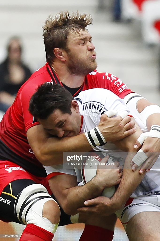 Toulouse's French winger Vincent Clerc (R) vies with RC Toulon's South African Number Eight Duane Vermeulen (L) during the French Top 14 rugby union match Toulon vs Toulouse on April 30, 2016 at the 'Allianz Riviera' stadium in Nice, southeastern France.