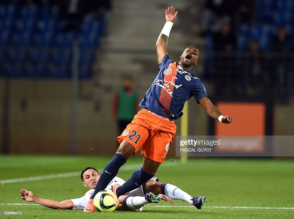 Toulouse's French-Moroccan midfielder Adrien Regattin (L) vies with Montpellier's French defender William Remy (R) during the French L1 football match between Montpellier (MHSC) and Toulouse (TFC), on February 13, 2016 at the La Mosson Stadium in Montpellier, southern France. AFP PHOTO / PASCAL GUYOT / AFP / PASCAL GUYOT