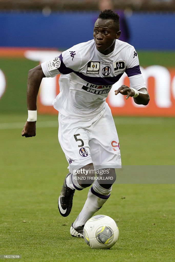 Toulouse's Guinea midfielder Issiaga Sylla controls the ball during the French L1 football match between Paris Saint-Germain and Toulouse at the Parc des Princes Stadium in Paris on September 28, 2013. PSG won 2-0.