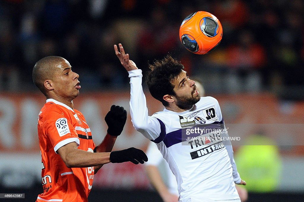Toulouse's Israel forward Eden Ben Basat (R) vies with Lorient's French forward Kevin Monnet-Paquet during the French L1 football match between Lorient and Toulouse on February 15, 2014 at the Moustoir stadium in Lorient, western France. AFP PHOTO / JEAN-SEBASTIEN EVRARD