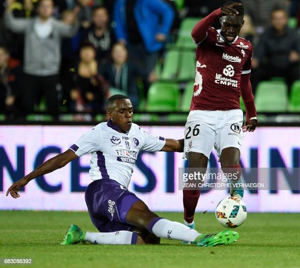 Toulouse's Issa Diop vies with Metz' Ismaila Sarr during the French L1 football match between Metz and Toulouse on May 14 2017 at Saint Symphorien...