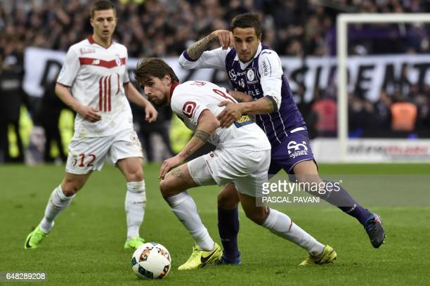 Toulouse's Italian Argentinian midfielder Oscar Trejo vies with Lille's Portugese midfielder Xeka during the French L1 football match between...