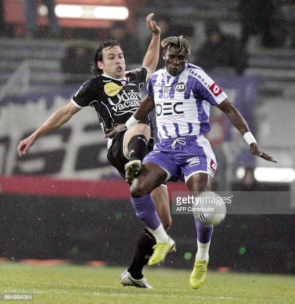 Toulouse's midfielder Fode Mansare vies with Nancy's midfielder Pascal Berenguer during their French L1 football match Toulouse FC vs AS...