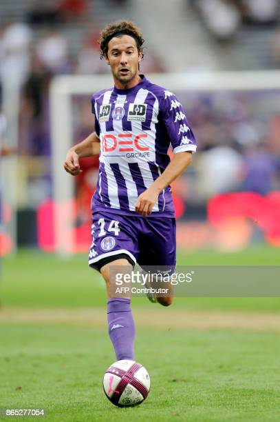Toulouse's midfielder Gilles Sireix is pictured during the French L1 football match Toulouse vs Dijon on August 2011 at the Stadium Municipal in...