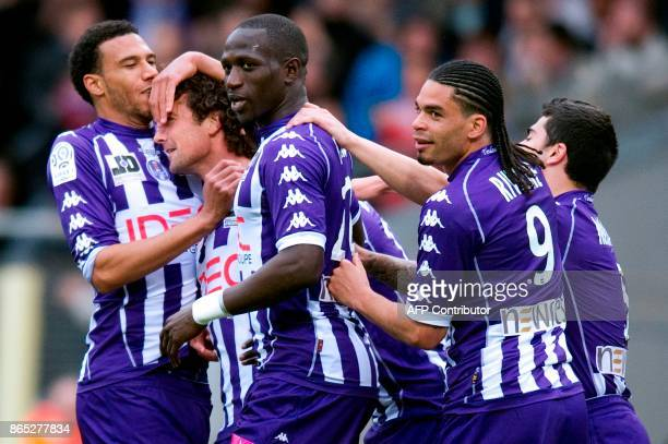 Toulouse's midfielder Gilles Siriex celebrates with his teammates after scoring a goal during the French L1 football match Toulouse vs Lyon on April...
