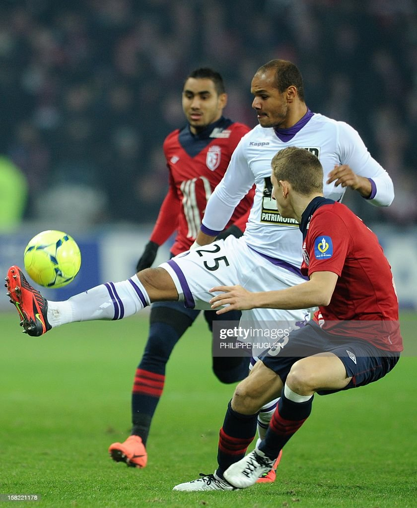 Toulouse's Norwegian forward Daniel Braaten (C) vies with Lille's French defender Lucas Digne during the French L1 football match Lille vs Toulouse on December 11, 2012 at the Grand Stade Stadium in Villeneuve d'Ascq.