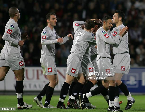 Toulouse's players jubilate after the goal of midfielder François Siriex during their French L1 football match against Metz at Saint Symphorien...