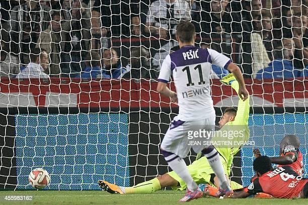 Toulouse's Serbian forward Aleksandar Pesic scores a goal despite of Rennes' French goalkeeper Benoit Costil during the French L1 football match...