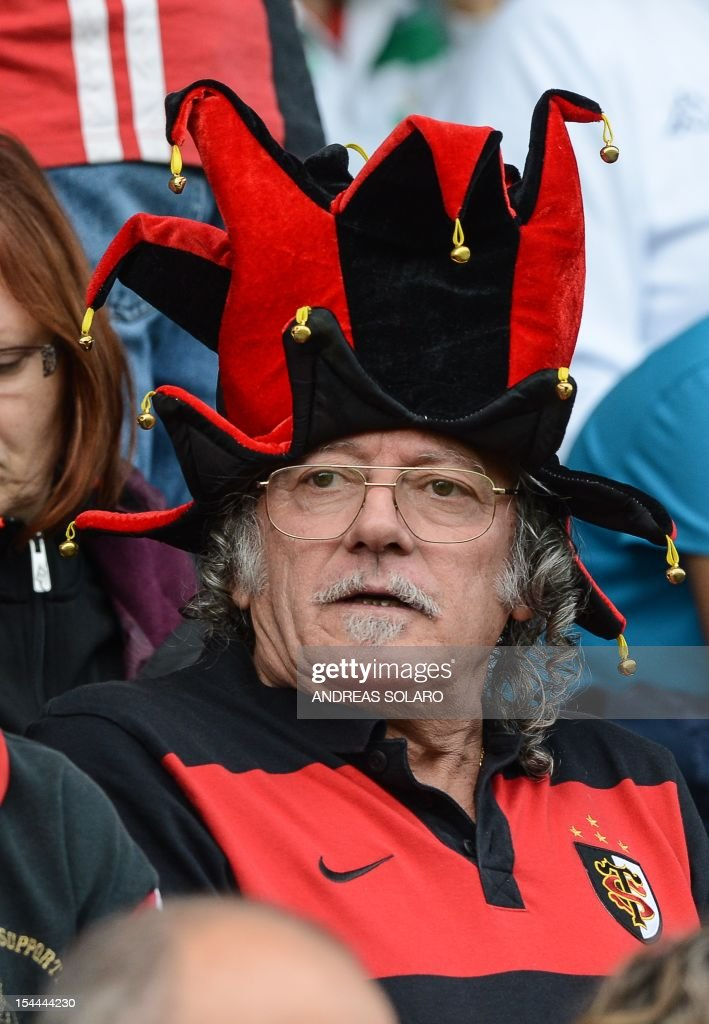 A Toulouse's supporter wearing a jester's hat attends the HCup rugby union match Treviso vs Stade Toulousain at the Comunal Stadio di Monigo, in Treviso on October 20, 2012. Toulouse went into the break of their Pool 2 match 18-9 down and then fell 21-12 behind before a late three-converted try revival saw them emerge 33-21 winners over Treviso, with neither side claiming a bonus point. AFP PHOTO / ANDREAS SOLARO