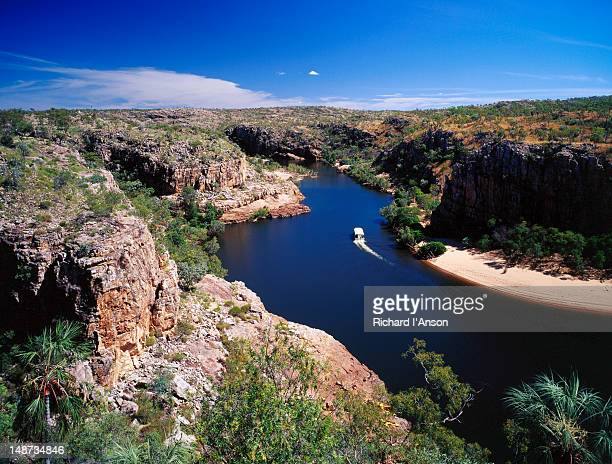 Tour boat on Katherine Gorge from pat's Lookout.