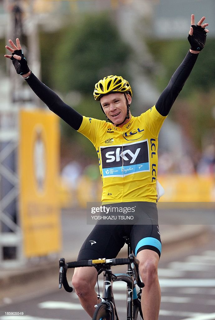 Tour de France champion British Christopher Froome of Sky Procycling gestures as he crosses the finish line of the Saitama criterium cycle race in Saitama, suburban Tokyo on October 26, 2013. Floome won the race while Slovakian Peter Sagan of Canondale finished the second and World Chmapionships road race champion Rui Costa of Portugal finished the third. AFP PHOTO / Yoshikazu TSUNO