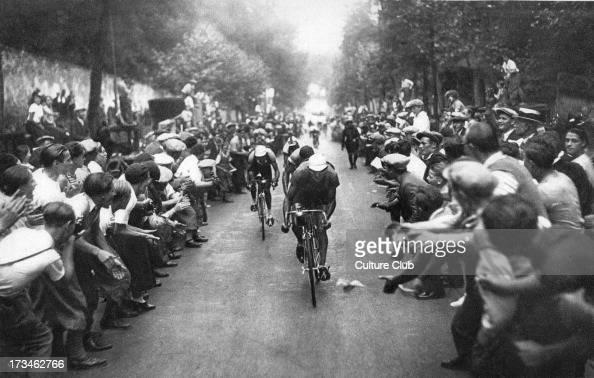 Tour de France cyclists and cheering crowd Caption reads 'La Foule des Jeunes au 'Tour de France' les voila'