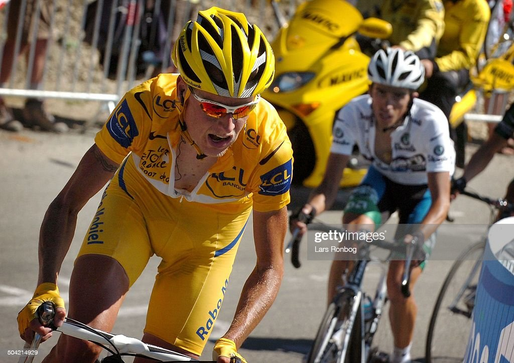 tour-de-france-stage-16-winner-of-the-the-stage-michael-rasmussen-in-picture-id504214929