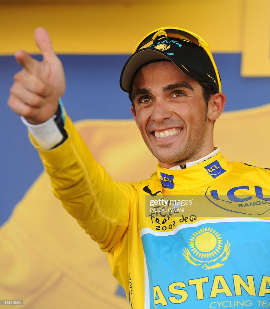 Tour de France winner and Kazakh cycling team Astana (AST)'s leader Alberto Contador of Spain jubilates on the podium after winning and taking the yellow jersey of overall leader on July 19, 2009 at the end of the 207,5 km and fifteenth stage of the 2009 Tour de France cycling race run between Pontarlier and Verbier (Switzerland). Contador won ahead of Danish cycling team Team Saxo Bank (SAX)'s leader Andy Schleck of Luxemburg and Italian cycling team Liquigas (LIQ)'s Vincenzo Nibali of Italy. AFP PHOTO PASCAL PAVANI