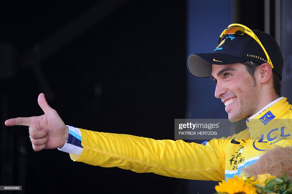 Tour de France winner and Kazakh cycling team Astana (AST)'s leader Alberto Contador of Spain jubilates on the podium after winning and taking the yellow jersey of overall leader on July 19, 2009 at the end of the 207,5 km and fifteenth stage of the 2009 Tour de France cycling race run between Pontarlier and Verbier (Switzerland). Contador won ahead of Danish cycling team Team Saxo Bank (SAX)'s leader Andy Schleck of Luxemburg and Italian cycling team Liquigas (LIQ)'s Vincenzo Nibali of Italy. AFP PHOTO PATRICK HERTZOG