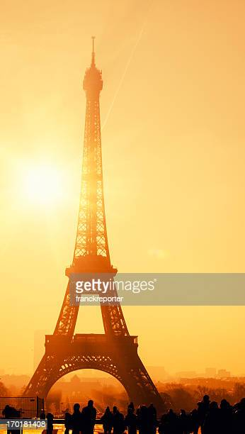 Paris rive gauche photos et images de collection getty - Images de la tour eiffel au coucher de soleil ...
