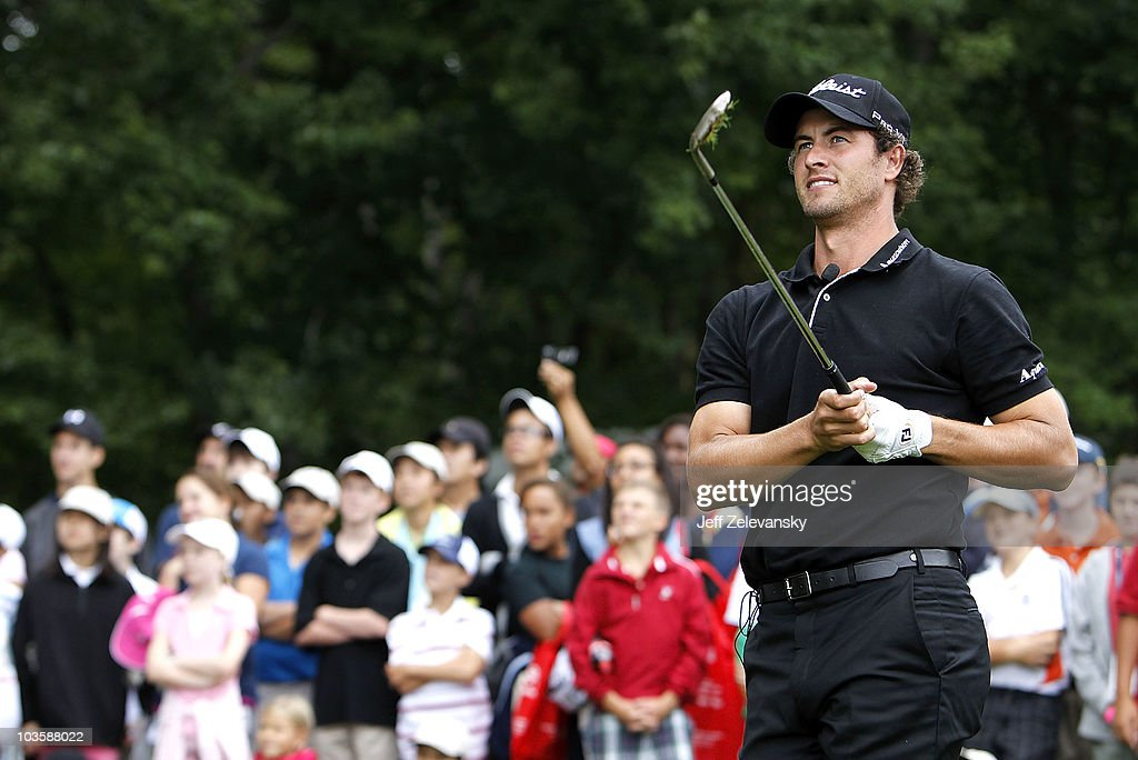 Tour golfer <a gi-track='captionPersonalityLinkClicked' href=/galleries/search?phrase=Adam+Scott+-+Golfer&family=editorial&specificpeople=202039 ng-click='$event.stopPropagation()'>Adam Scott</a> conducts a golf clinic for young people at Ridgewood Country Club on August 24, 2010 in Paramus, New Jersey.