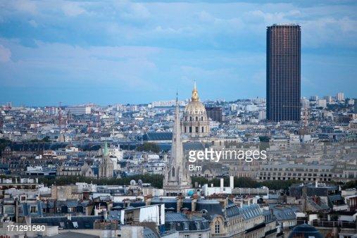 Torre Montparnasse, Les Invalides & telhados de Paris, França : Foto de stock