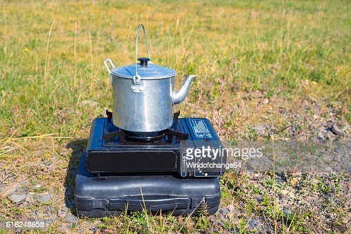 Tourist aluminum kettle on a gas stove : Foto stock