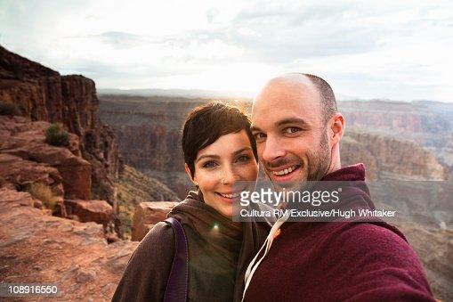 Tourist couple at Grand Canyon : Foto de stock