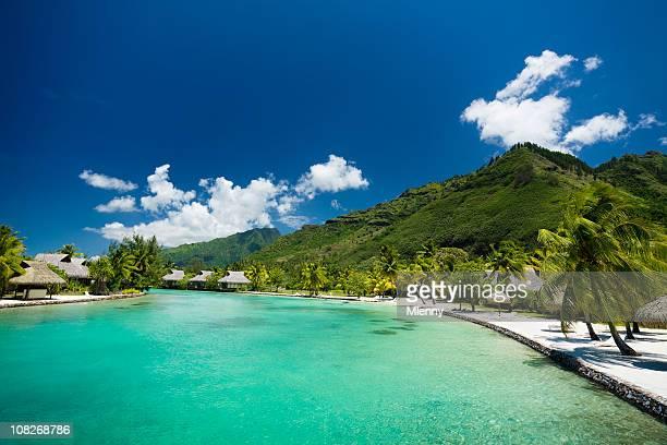 Resort turistico laguna con vista oceano