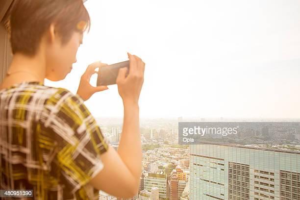Tourist nimmt Foto von Tokio mit Smart Phone