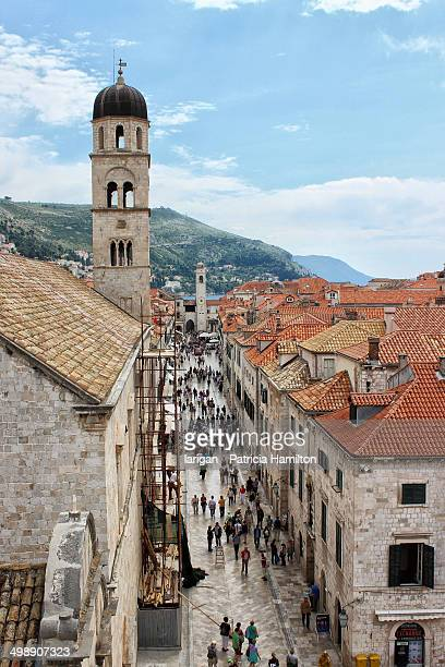Tourist throng in Dubrovnik old town