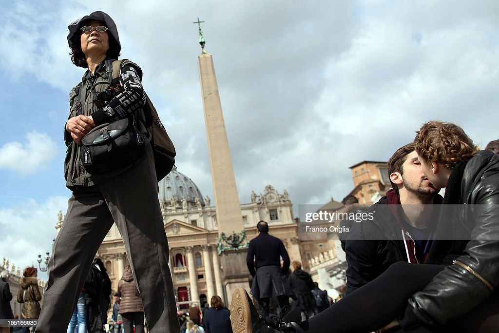Tourists and faithful gather in St. Peter's Square wait for the Regina Coeli Prayer held by Pope Francis on April 1, 2013 in Vatican City, Vatican.