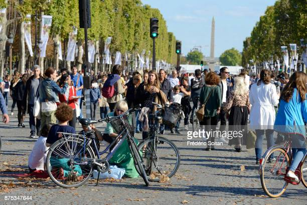 Tourists and Parisians enjoy the Champs Elysées during the 2016 carfree day organised in Paris across 45% of the area of the city on September 25...