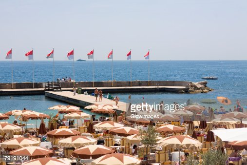 Tourists at a cafe on the beach, Monte Carlo, Monaco : Foto de stock