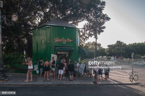 Tourists buy icecream to cool off from the heat on August 03 2017 in Reggio Calabria Italy An intense heatwave is sweeping across many regions of...