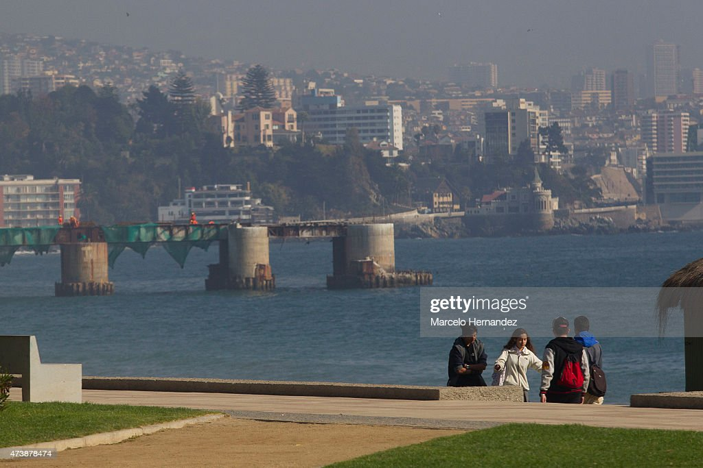 Tourists enjoy at the beach in Viña del Mar on May 17 2015 in Viña del Mar Chile Viña del Mar will be one of the eight host cities of the Copa...