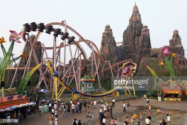 Tourists enjoy the rides at Chinese Theme Park 'Happy Valley' on August 6 2006 in Beijing China Happy Valley the biggest theme park in China opened...